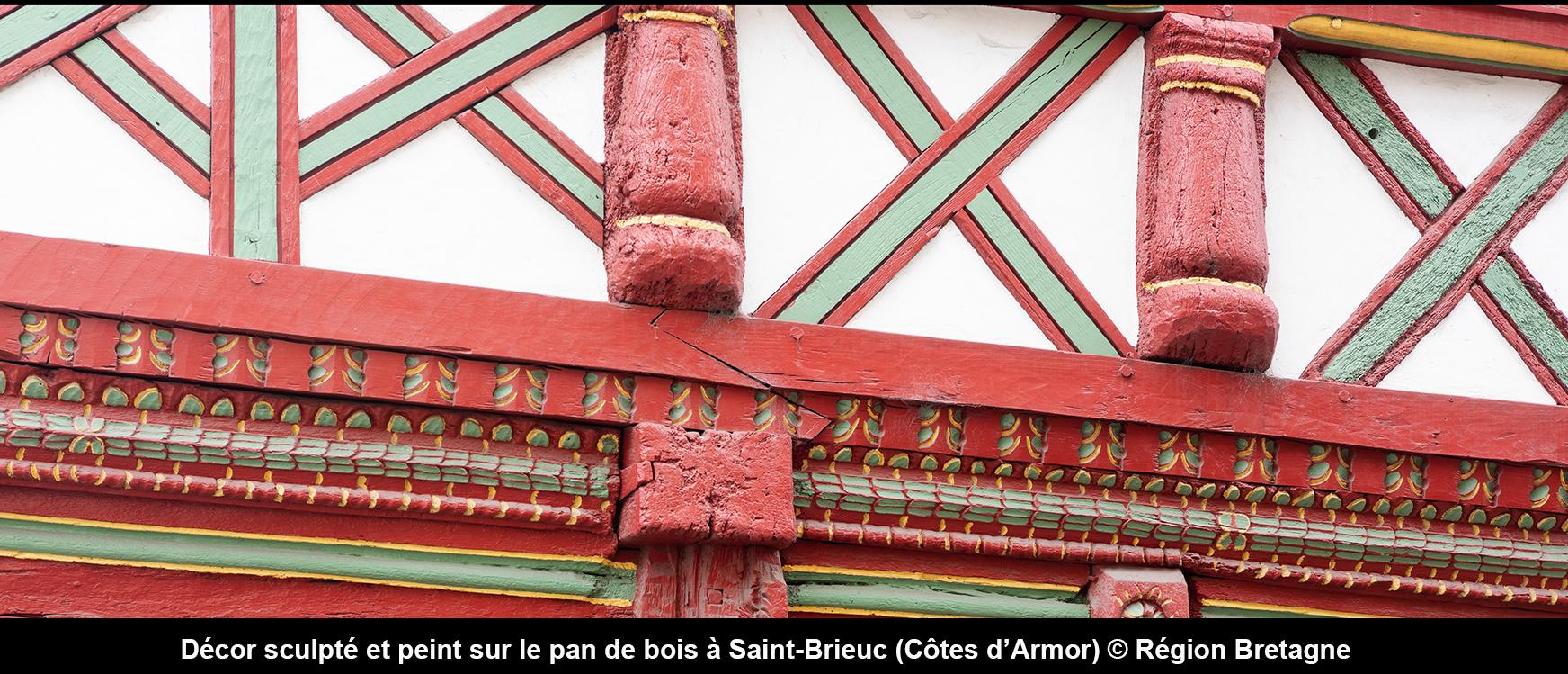 Décor sculpté et peint sur le pan de bois à Saint-Brieuc (Morbihan) © Région Bretagne